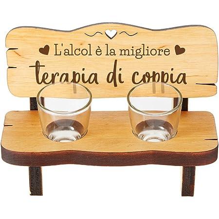 Casa Vivente Panchina per Shot in Legno con 2 Bicchierini in Vetro Inclusi, Incisione l'Alcol è la Migliore Terapia di Coppia, Accessori Decorativi Casa