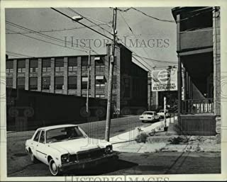 1982 Press Photo Amsterdam-Mohasco buildings & neighborhood bar, Amsterdam, NY