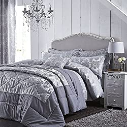 A bold damask jacquard in striking silver tones. Catherine Lansfield is renowned for style and quality - An everyday essential. The set contains a super king duvet cover with 2 matching pillowcases. Why not complete the look by purchasing the matchin...