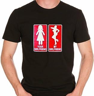 "T-shirt nera""your girlfriend and my girlfriend"""" - T-shirt taglia M/L - regalo insolito geek umoristico"