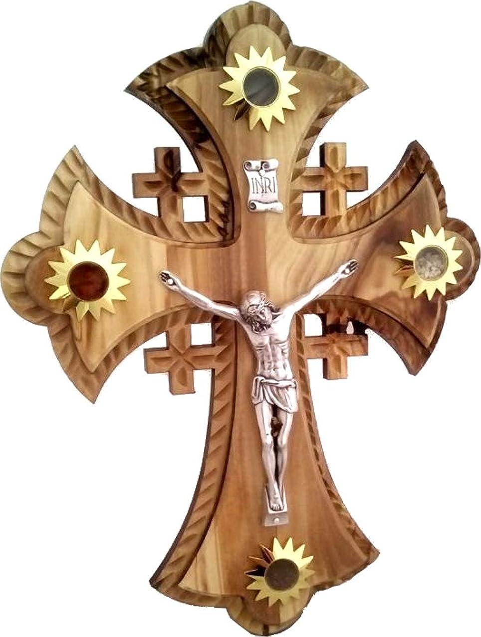 乱れクルーロビー2層のOlivewood Crucifix With Holy Landサンプル?–?Essences