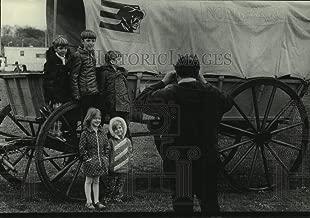 Vintage Photos 1976 Press Photo Gene Czosnek and Family at Bicentennial Wagon Train, Kenosha