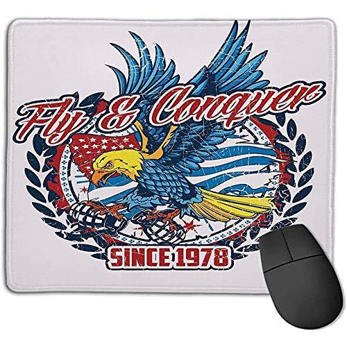 muismat Eagle vliegen en veroveren kleurrijke Amerikaanse vogel met hand granaten met USA vlag blauw rood geel l