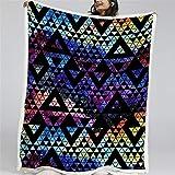 Manta de Tiro de Sherpa con Estampado Costura de patrón de triángulo Manta Pelo Súper Suaves y Cálidas Manta Peluche Franela de Doble Cara para Cama, sofá y Viaje y Acampar. 150X200CM