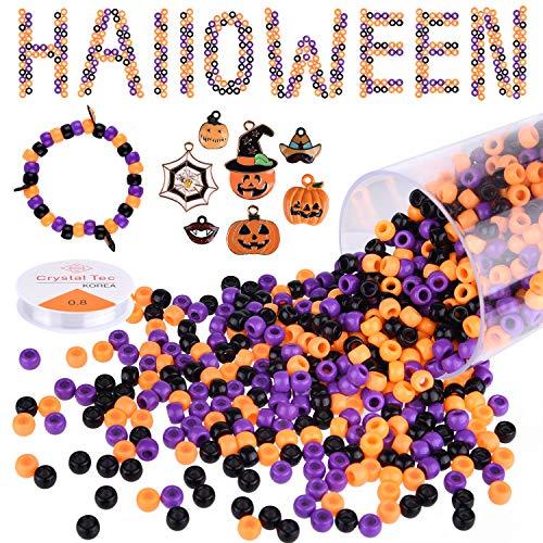 KUUQA 1050 cuentas de pony de Halloween con 7 piezas de adornos colgantes, 1 rollo de hilo elástico, cuentas de acrílico para manualidades con caja de almacenamiento, cuentas de Halloween para niños