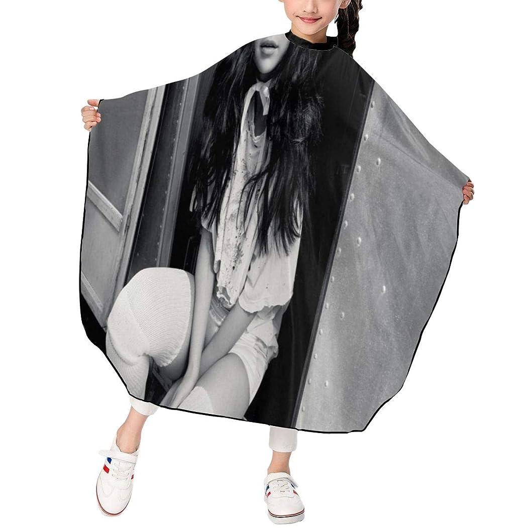 最新の人気ヘアカットエプロン 子供用ヘアカットエプロン120×100cm 歌手セレナゴメスSelena Gomez 柔らかく、軽量で、繊細なポリエステル生地、肌にやさしい、ドライ