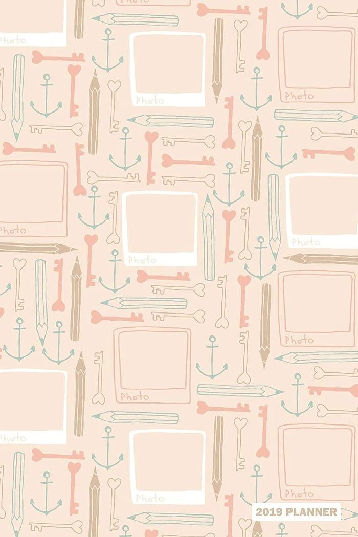 支店ビート焦がす2019 Planner: Daily Weekly & Monthly Organizer Pink Frame Keys & Anchor Pattern Cover