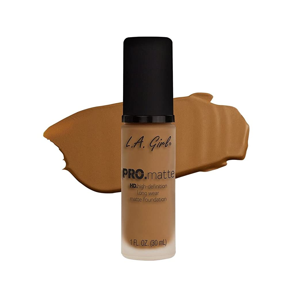 ずっと飢え溶かす(3 Pack) L.A. GIRL Pro Matte Foundation - Caramel (並行輸入品)