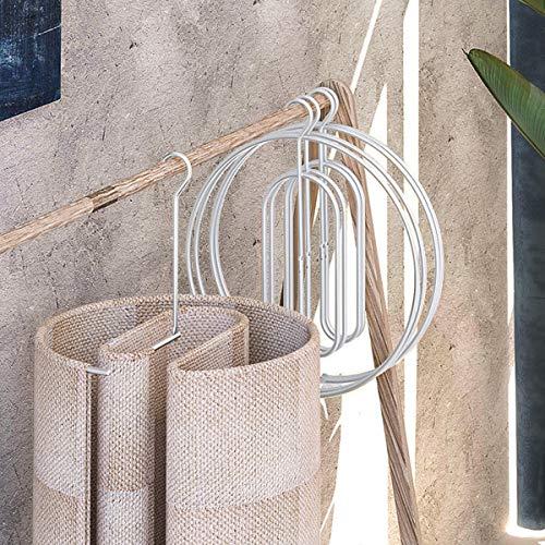 収納に便利な折り畳み式。壁に吊るしたり押入れのちょっとした隙間に入れたりして場所を取らずに収納可能。