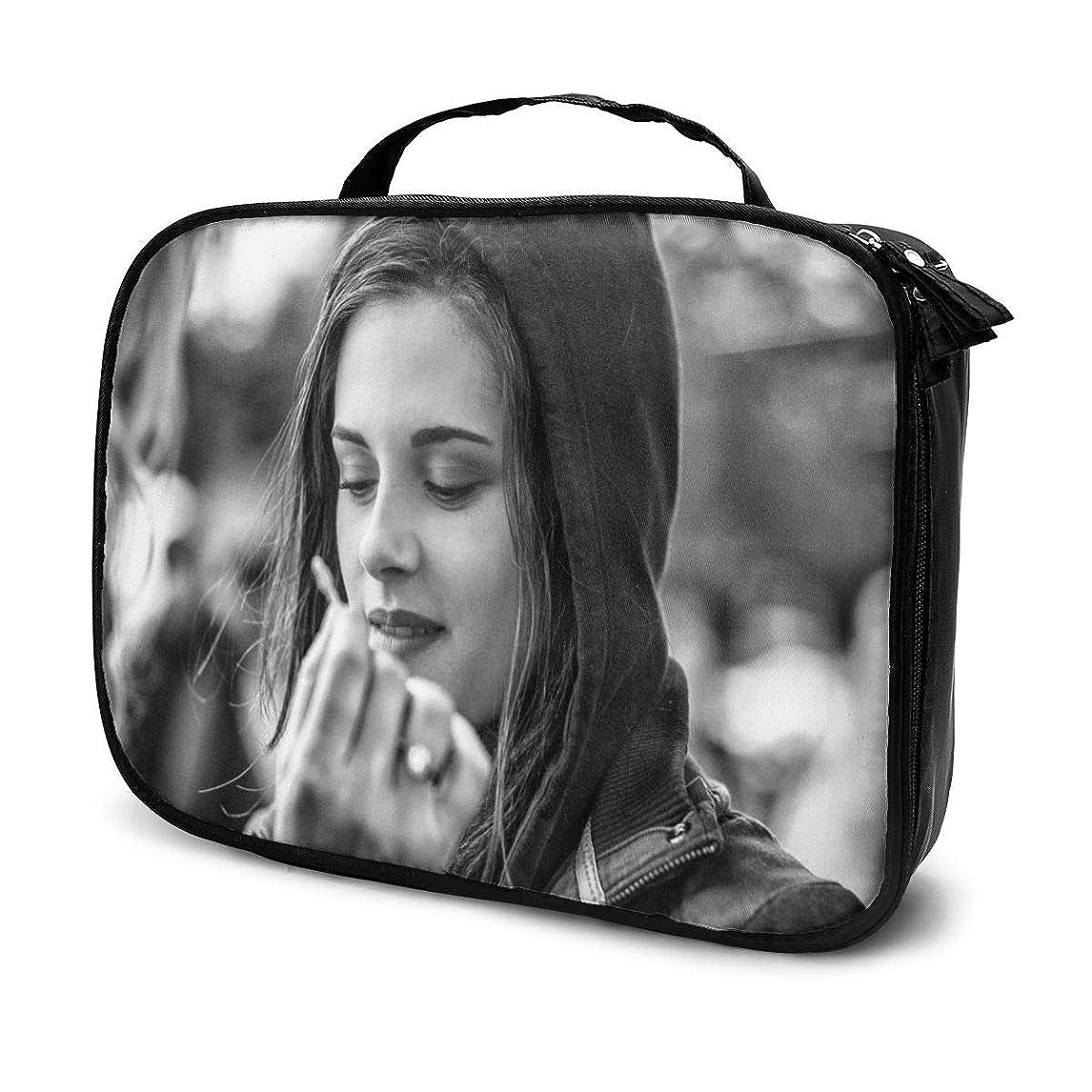 グローモッキンバード鎖化粧ポーチ 俳優Kristen Stewart 女性化粧品バッグ ビューティー メイク道具 フェイスケアツール 化粧ポーチメイクボックス ホーム、旅行、ショッピング、ショッピング