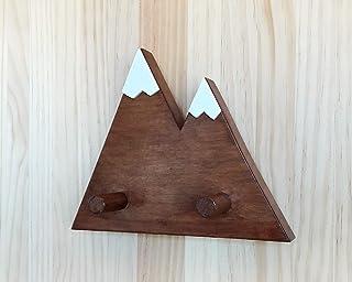 Attaccapanni in legno color noce fatto a mano, di stile minimalista e con forma di montagna