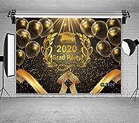 ZPC 7x5ft卒業背景おめでとう2020の卒業生クラス卒業キャップブラックとゴールドの男の子と女の子の写真の背景プロムパーティーバナーイベント用品装飾写真スタジオ