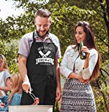 MoonWorks® Grill-Schürze Kochschürze für Männer mit Spruch Hier kocht der Chef persönlich Baumwoll-Schürze Küchenschürze Personalisiert schwarz Unisize - 2