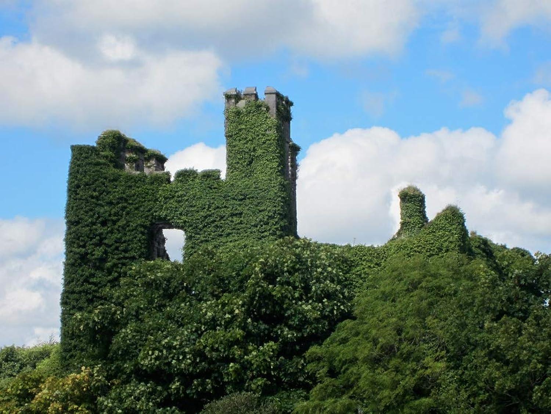 Lais Jigsaw Monument Ireland castle ruin 2000 pieces