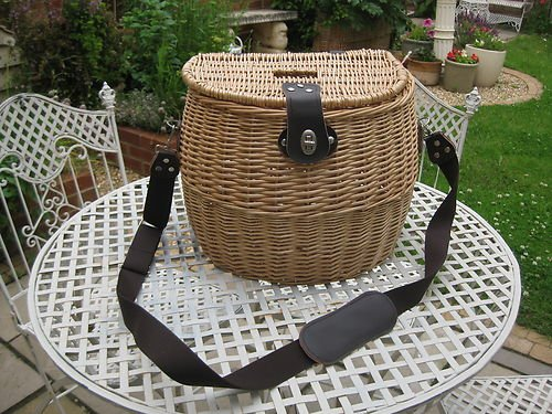 Medium-Large vintage style willow/wicker fly FISHING CREEL hamper picnic basket
