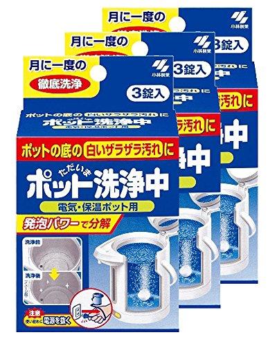 お掃除方法としてもっとも簡単なのが、「電気ポット」専用の固形洗剤を使うというもの。ポットにぬるま湯を入れたら、専用洗剤を指定の個数入れるだけで、ポットの内部に溜まった白いざらざらまできれいになります。