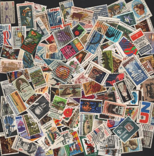VINTAGE STAMP COLLECTING!! 100 OFF PAPER ~ ALL VINTAGE COMMEMORATIVES!! U.S. POSTAGE STAMPS ~ 100 stamps (with a few extra) ready to add to your collection