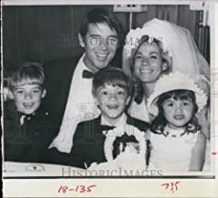 Historic Images - 1968 Press Photo Mickey Hargitay, Mr.Universe 1955 with his Family.