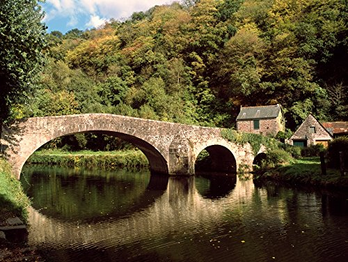The Poster Corp Panoramic Images – Medieval Bridge and Houses in Dinan Ille-et-Vilaine Brittany France Kunstdruck (45,72 x 60,96 cm)