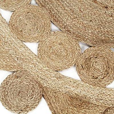 ¡Dele un toque natural al interior de su hogar con nuestra alfombra de yute trenzado! La bonita alfombra ha sido tejida a mano por artesanos expertos con una destreza excepcional, lo que hace que cada pieza sea única. El yute es un material naturalme...