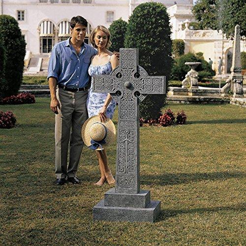 Design Toscano NG30365 Full-Size Chisholm Highland Celtic Scottish Cross Memorial Statue, Gray Stone
