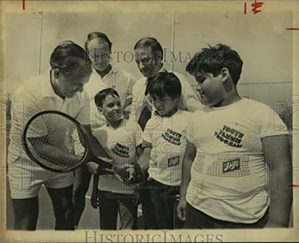 Historic Images 1978 Press Photo Johnny Hernandez, Tennis Professional with Youth Program Boys - 8 x 10 in