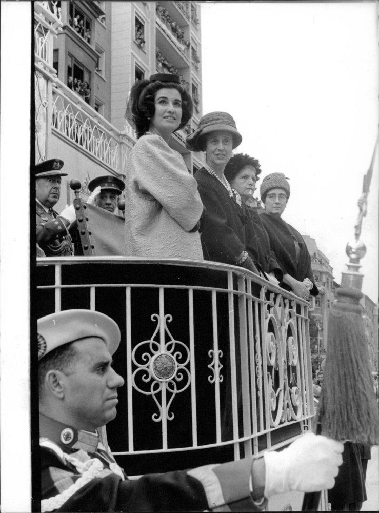 Vintage photo de Carmen Polo, esposa y Carmen Franco, la hija de ...