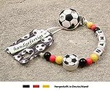 kleinerStorch Baby SCHNULLERKETTE mit Namen - Motiv Fussball Deutschland - schwarz, rot, Gold