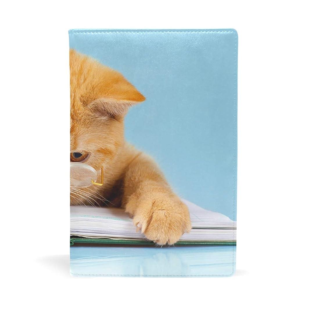 マイクロフォンあご未就学猫が本を読む ブックカバー 文庫 a5 皮革 おしゃれ 文庫本カバー 資料 収納入れ オフィス用品 読書 雑貨 プレゼント耐久性に優れ