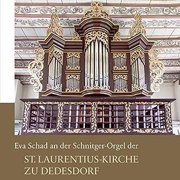 Eva Schad an der Schnitger-Orgel der St. Laurentius-Kirche zu Dedesdorf