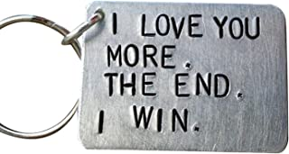 XINSTAR Porte-clés humoristique avec inscription « I Love You More The End I Win » - Cadeau d'anniversaire personnalisé po...