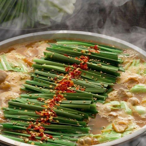【博多→直送】 博多もつ鍋 みそ 2人前  (まろやか白みそスープ、やわらかお肉、唐辛子、ニンニク)
