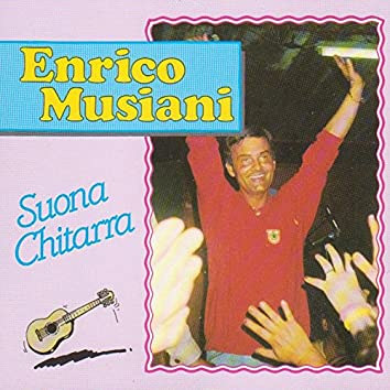 Enrico Musiani suona chitarra