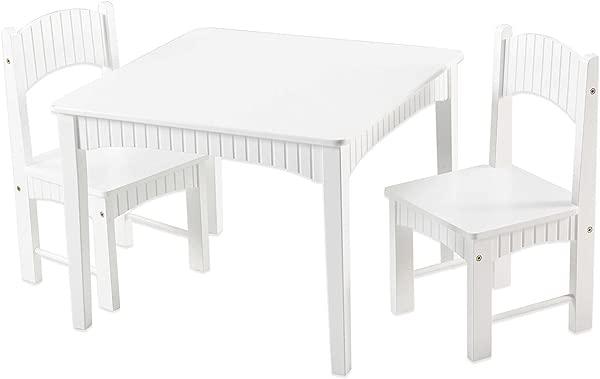 孩子们在床上,两个孩子在床上,在婴儿床上,用了一张白色的白色婴儿,以及他们的脖子,15岁的婴儿
