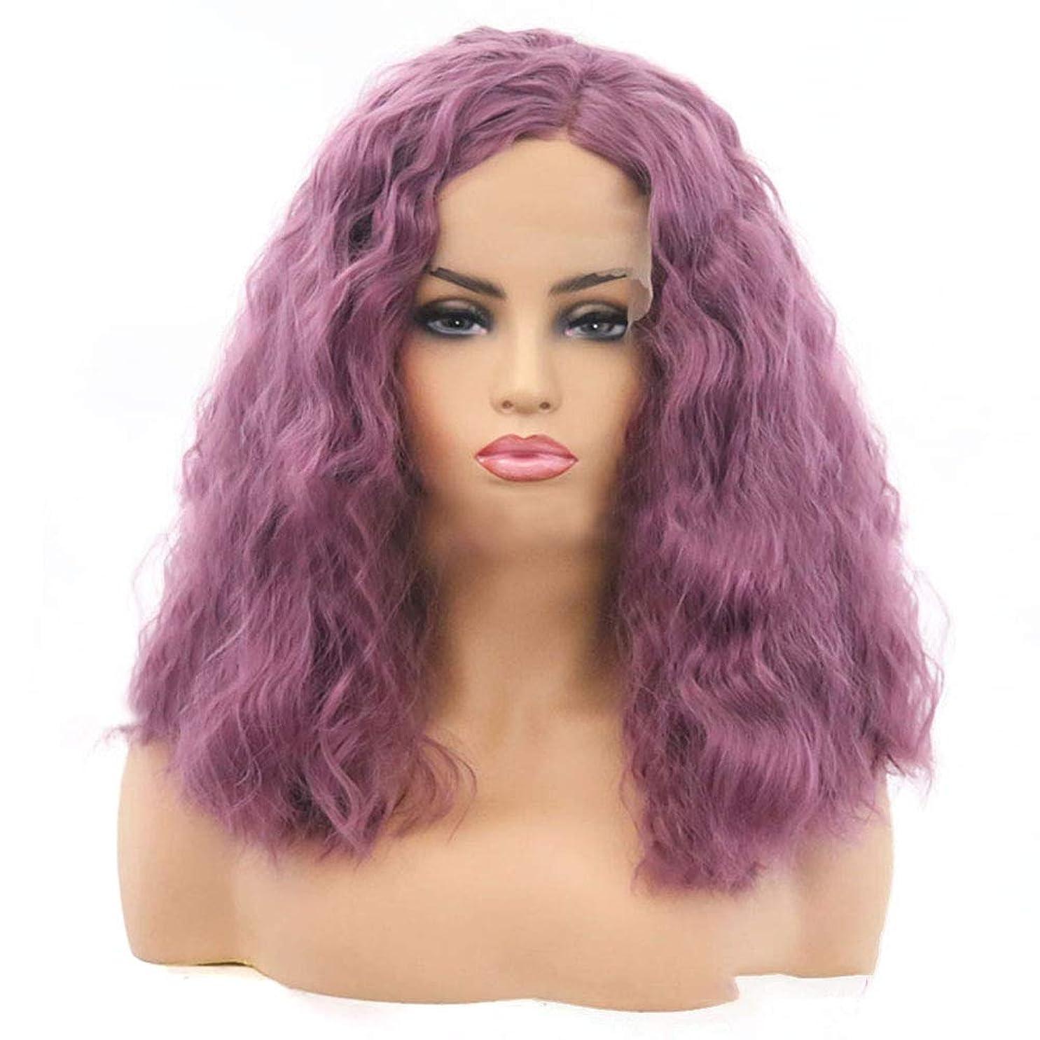 振りかけるアテンダントおじいちゃんYrattary 女性のかつらトウモロコシホットロングヘアーふわふわ小ボリュームパープルショートカーリーヘアーケミカルファイバーヘアーウィッグ複合ヘアレースウィッグロールプレイングウィッグ (色 : 紫の, サイズ : 14 inches)