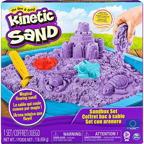 Kinetic Sand Sand Box Set mit lila Kinetic Sand, 3 Förmchen und Schaufel