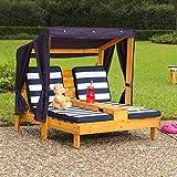 KidKraft 524 Outdoor 2er Lounge Sonnenliege aus Holz mit Getränkehalter – Gartenmöbel für Kinder – dunkelblau & weiß - 4