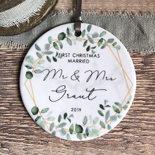 Dozili Gepersonaliseerde eerste kerst getrouwd als de heer & mevrouw bruiloft geometrisch groen keramische ronde decoratie ornament Keepsake
