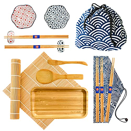 Kit Sushi Fai da Te con Confezione Regalo, 16 Pezzi, Ciotola e Poggia Bacchette in Ceramica, Piatto da Sushi in Bambù Naturale, 2 Borse per Conservare Sushi Kit