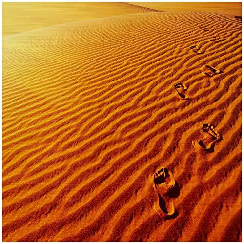 Wallario Aluminiumverbund, Bild auf Aluminium, Fußspuren im Sand - Sanddüne in der Wüste - 50 x 50 cm in Premium-Qualität: gebürstete Oberfläche, freischwebende Optik