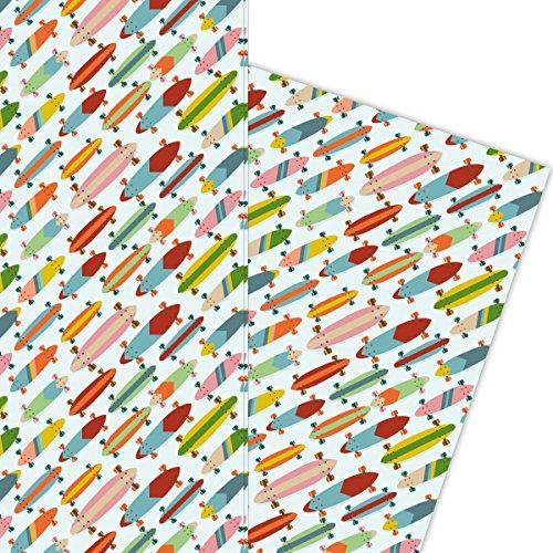 Kartenkaufrausch Jugendliches Skater Geschenkpapier Set, Dekorpapier mit bunten Skateboards Musterpapier, Designpapier zum Einpacken, basteln, 4 Bögen, 32 x 48cm, auf hellblau