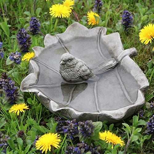 Kretakotta Vogeltränke Vogel im Ahornblatt, Antiksteinguss, L ca 21 cm