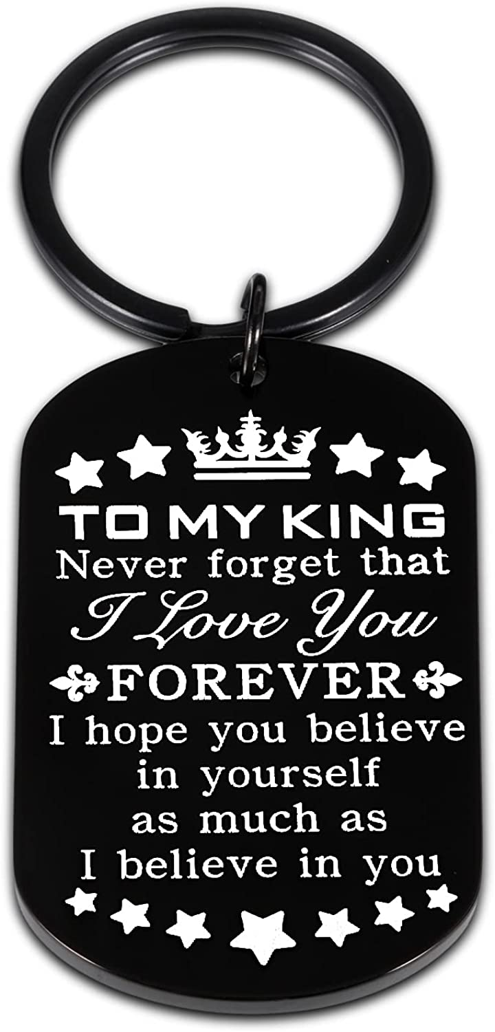 Anniversary Keychain Gift for Him Husband I Love You Gifts for Men Boyfriend To My King Key Chain for Hubby Fiance Groom Valentines Day Birthday Christmas Wedding Engagement Keyring Present from Wife Girlfriend