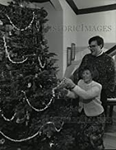 Historic Images - 1992 Press Photo Jan and Carl Welle Put Popcorn Garland on German Christmas Tree