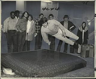 Historic Images - 1971 Press Photo LSUNO Students Jump on waterbed Mattress, University Center