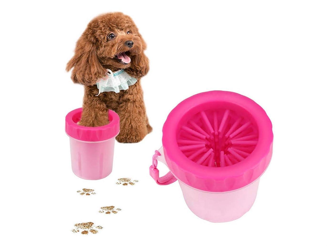 死ぬ敵対的ゴール犬足洗いブラシカップ ペット足用クリーナー 犬の爪マッサージ 小/中/大型犬/猫 シリコーン 携帯便利 柔軟 軽い 安全 清掃が易い 小さいハンドストラップ付き (ピンク)