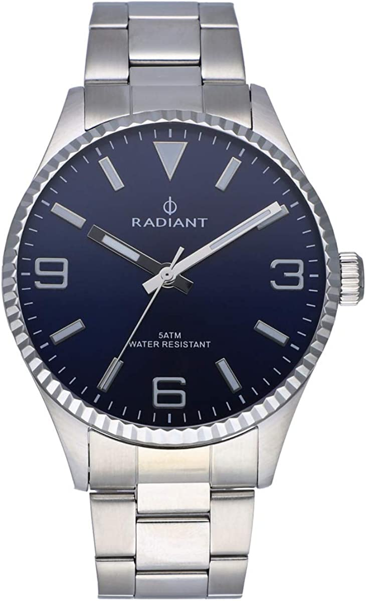 Reloj analógico para Hombre de Radiant. Colección Bagley. Reloj Plateado con Brazalete, Esfera Azul y Bisel dentado. 5ATM. 43mm. Referencia RA536201.