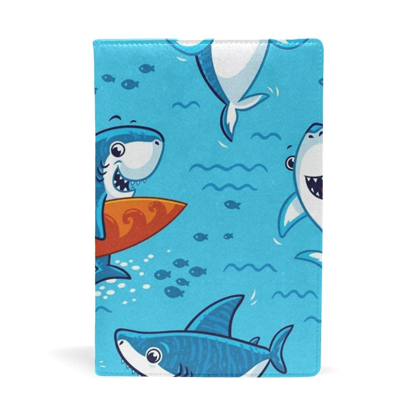 グループモノグラフ月面ブックカバー 文庫 a5 皮革 レザー サメ柄 鮫柄 魚柄 さかな柄 ブルー 文庫本カバー ファイル 資料 収納入れ オフィス用品 読書 雑貨 プレゼント