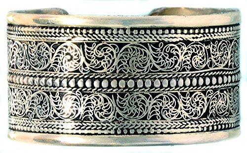 BUDDHAFIGUREN/Billy Held mt filigraner Ornamentik Buddhistischer Armreif, Metall, Silberfarben, 38 mm breit