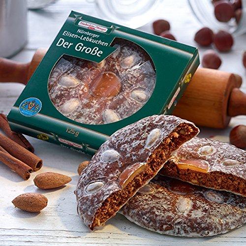 Der Große Lebkuchen 375g Fein glasiert und mit Mandeln und Orangeat dekoriert, ist er mit 13 cm Ø unser größter Elisen-Lebkuchen. Original Haeberlein-Metzger.